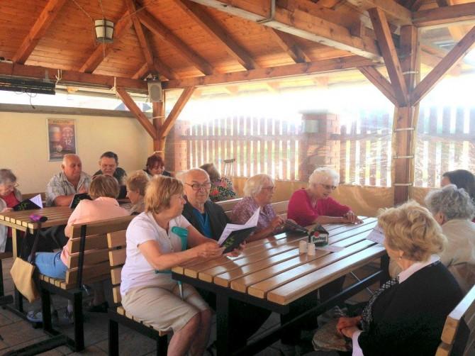 cafe benedictine bar posezení květen 2017
