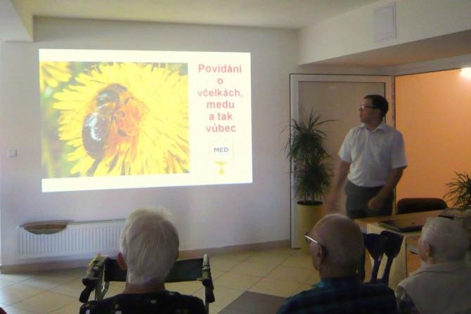 přednáška o medu a včelách_070916